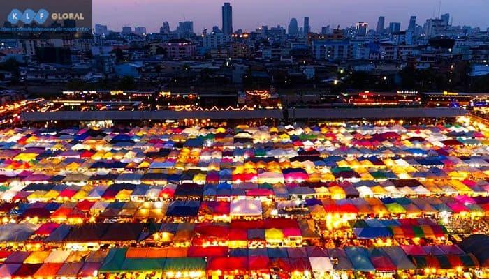 Chợ đêm cũng là một điểm đến không thể bỏ qua khi đến Bangkok